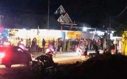 Xe máy tông bay gác chắn đám tang: 1 người chết, 4 người bị thương