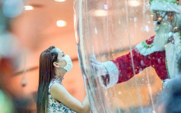 Khi mùa Noel vẫn trùng mùa dịch Covid-19: Nhìn ảnh để thấy thế giới thực sự đang đón một Giáng sinh kỳ lạ nhất từ trước đến nay