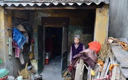 """Cụ bà gần 50 năm sống cô độc trong căn nhà xập xệ chưa đầy 10m2: """"Giờ mắt đau, tai cũng điếc, răng rụng, sống một mình mãi cũng quen rồi"""""""
