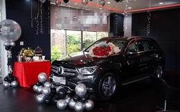 """Xôn xao chuyện nhân viên sale được khách trả ơn bằng Mercedes, đúng chất """"ăn khế trả vàng"""" đời thực"""