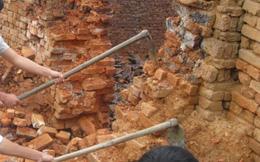 Mìn phát nổ trong lò gạch, 2 người thương vong