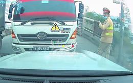 """Đi sai còn tỏ thái độ, tài xế xe môi trường liền thay đổi 180 độ khi  thấy CSGT, màn chốt cuối mới """"bá đạo"""""""