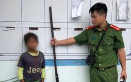 """Hung thủ """"nhí"""" 10 tuổi khai bắn cả gia đình 3 người khi đang ăn cơm là để trả thù"""