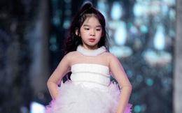Con gái Xuân Lan diễn thời trang giữa tiết trời lạnh giá của Hà Nội