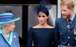 """Sắp hết 1 năm thử nghiệm và mất cơ hội trở về, vợ chồng Meghan Markle bất ngờ có động thái """"làm lành"""" với Hoàng gia Anh gây xôn xao dư luận"""