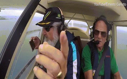 Video: Làm rơi điện thoại iPhone trên máy bay và điều bất ngờ sau đó