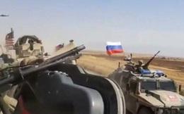 Clip: Cú đối đầu nghẹt thở trong cuộc chạm trán xe Mỹ-Nga ở Syria