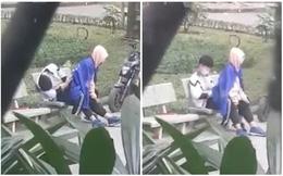 """Cặp đôi mặc đồng phục có hành động nhạy cảm giữa công viên, bao người chứng kiến """"đỏ mặt"""""""