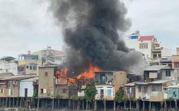 4 căn nhà liền kề ở Sài Gòn bốc cháy dữ dội, thiêu rụi nhiều tài sản ngày cuối năm
