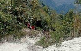 Xe tải lao xuống vực sâu 50m khiến 2 người thương vong tại Sơn La