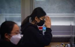 24h qua ảnh: Nữ sinh Hàn Quốc cầu nguyện trước kỳ thi vào đại học