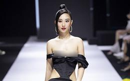 Hoa hậu lên tiếng vì sự cố nhạy cảm khi đang diễn ở Tuần lễ thời trang