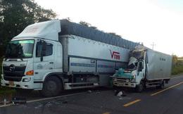 Xe thư báo tông đuôi xe tải, 2 người thương vong