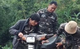 Xông vào chốt bảo vệ rừng dọa nạt, đập phá xe máy của nhân viên