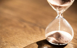 Định luật TẦM THƯỜNG giúp bạn sống cuộc đời TRỌN VẸN: Vì thời gian chẳng đợi ai bao giờ!