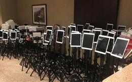 Những chiếc iPad vĩnh biệt: Tấm ảnh nói lên sự xót xa mà người Mỹ đang phải chấp nhận giữa đại dịch