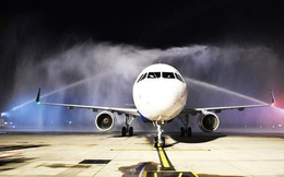 Cận cảnh máy bay đầu tiên và dàn tiếp viên của Vietravel Airlines ở sân bay Tân Sơn Nhất