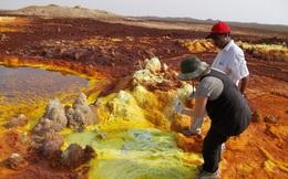 Cuộc sống ở vùng đất nóng bỏng và nguy hiểm nhất hành tinh