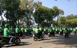 Cảnh sát giải tán hàng trăm người mặc đồng phục GrabBike diễu hành quanh hồ Hoàn Kiếm