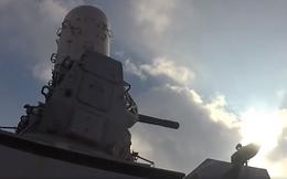 Chiến hạm Mỹ khai hỏa pháo phòng không cận chiến MK-15 Phalanx trên biển Arab