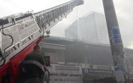 Giải cứu cụ bà 71 tuổi trong căn nhà bốc cháy dữ dội giữa trung tâm Sài Gòn