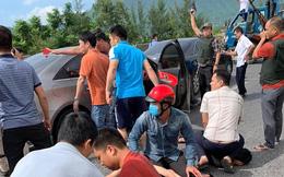 Công an Nghệ An chặn bắt xe ô tô chở 8 bì tải chứa hơn 2 tạ nghi ma túy