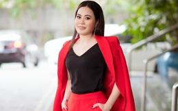 Diễn viên Phan Kim Oanh thanh lịch trong vest đỏ