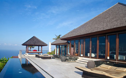 Chưa từng có ở Bali: Giá 1 villa 3 phòng ngủ, có bể bơi riêng, sân vườn, tầm nhìn ra thung lũng giảm từ 100 USD/đêm xuống còn 400 USD/tháng