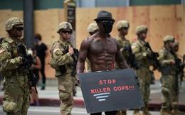 Giữa làn sóng biểu tình, điều lạ thường đang diễn ra tại Mỹ