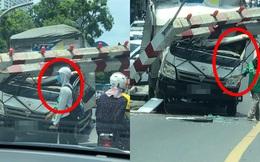 Xe tải đâm sập rào chắn độ cao cầu vượt Thái Hà, hình ảnh tay người bên vô lăng khiến dân mạng sợ hãi