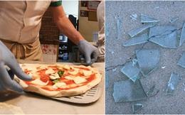 """Sự """"tàn bạo"""" quá đáng: Đặt mua pizza, Vệ binh Mỹ suýt ăn nhầm bánh trộn mảnh gương vỡ"""