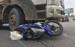 Vợ chết, chồng bị thương sau va chạm với xe ben