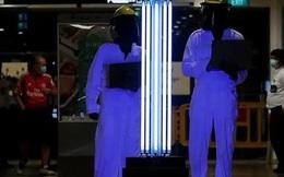 """Robot lao công - Xu hướng """"bình thường mới"""" trong du lịch hậu COVID-19 tại Singapore"""