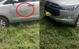 """Pha đỗ xe khiến ai cũng """"giận tím người"""", dòng chữ viết trên cửa xe thể hiện rõ bức xúc"""