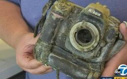 Đi câu cá lại 'câu' được chiếc máy ảnh chứa 1.700 bức ảnh dưới hồ, cô gái đăng lên MXH tìm chủ nhân nhưng kết cục khiến 3 người bị bắt