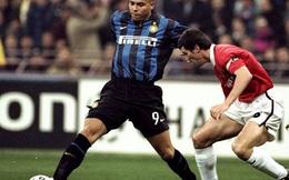 Huyền thoại MU suýt tè ra quần khi đứng cạnh Ronaldo