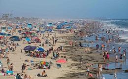 24h qua ảnh: Người dân Mỹ tắm biển đông nghịt bất chấp dịch Covid-19