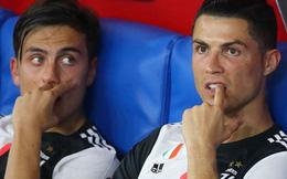 Ronaldo nhăn mặt, lộ rõ vẻ buồn chán khi cùng đồng đội đánh rơi danh hiệu thứ 2 mùa này