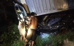 Hiện trường vụ tai nạn xe Limousine bị xe container đè bẹp, giám đốc, thư ký và tài xế tử vong