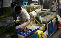 """TQ tìm thấy dấu vết COVID-19 nằm """"la liệt"""" ở các quầy thịt và hải sản tại chợ Bắc Kinh"""