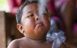 7 năm ấu thơ cơ cực của cậu bé hút 40 điếu thuốc mỗi ngày, bị ví là 'nô lệ tí hon' của thuốc lá và hành trình tìm lại chính mình khiến cả thế giới kinh ngạc