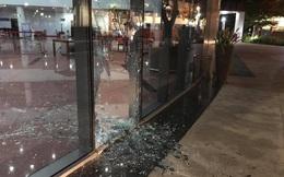 Cửa kính toà nhà hành chính Đà Nẵng vỡ nát sau vụ tai nạn giao thông hy hữu