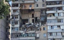 Nổ khí ga phá hủy 4 tầng chung cư ở Kiev, nhiều người mắc kẹt dưới đống đổ nát
