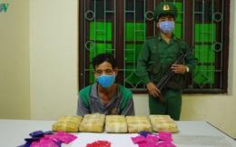 Lực lượng mật phục bắt đối tượng mang 30.000 viên ma túy