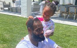 """Siêu sao bóng rổ LeBron James gây sốt cộng động mạng với khoảnh khắc đáng yêu bên cạnh con gái nhân """"Ngày của Cha"""""""