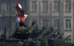 24h qua ảnh: Xe tăng Nga diễu hành trên đường phố ở Moscow