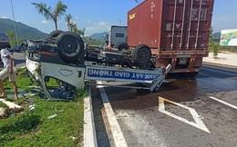 Xe container húc lật xe Cảnh sát giao thông, 2 chiến sĩ nhập viện cấp cứu