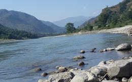 """Tài liệu từ nước láng giềng của Ấn Độ: TQ """"làm méo"""" đường biên giới bằng cách """"phù phép"""" các dòng sông"""