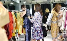 """Những bí mật động trời được nhân viên bán hàng thời trang tiết lộ, hóa ra công việc này đòi hỏi sự tinh tế hơn là một chiếc """"mồm dẻo"""""""