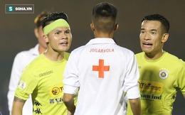 Quang Hải trừng mắt, chỉ thẳng mặt nhân viên y tế để bảo vệ đàn em ở Hà Nội FC